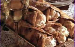 Блинчики со взбитыми сливками и орехами