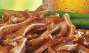 Свиные уши к пиву: рецепты приготовления жаренных, копченых и иных, описание и фото